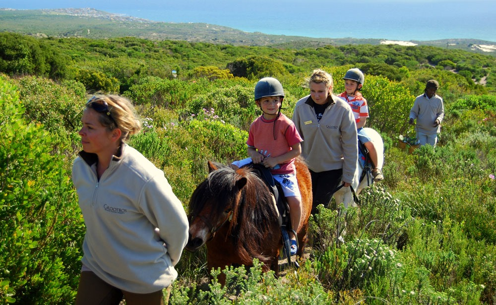 ninos-a-caballo-grootbos sudafrica safari enkosi africa