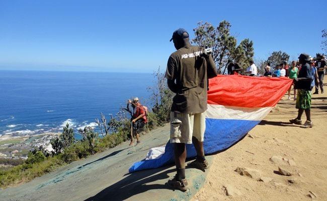 Parapente en Lion's Head: Listos para volar desde Camps Bay