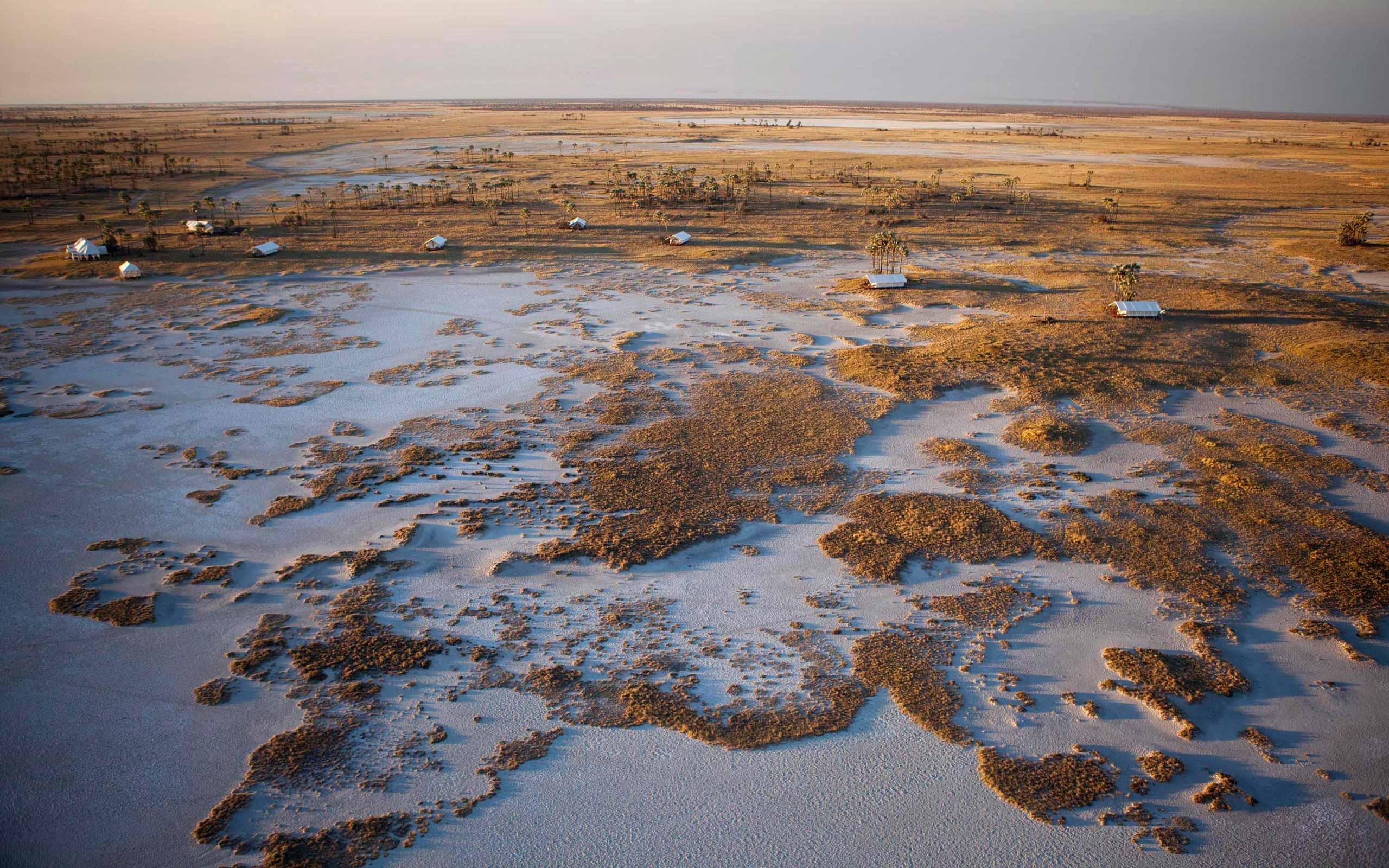 enkosi-africa-safari-botswana-makgadikgadi-pans-uncharted-san-camp-birdseye
