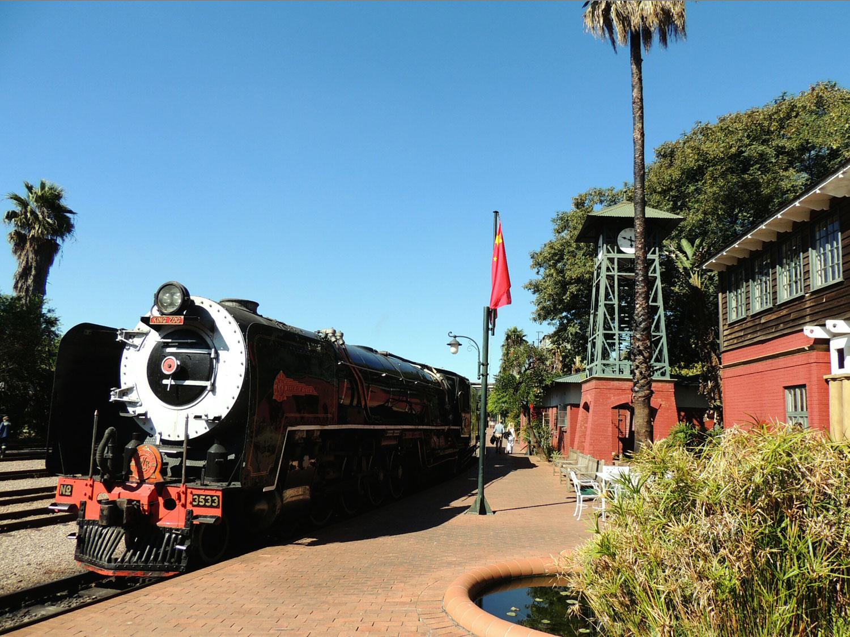 rovos rail enkosi africa train tren pretoria station locomotive locomotora