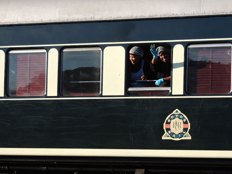rovos rail enkosi africa train tren staff goodbye adios