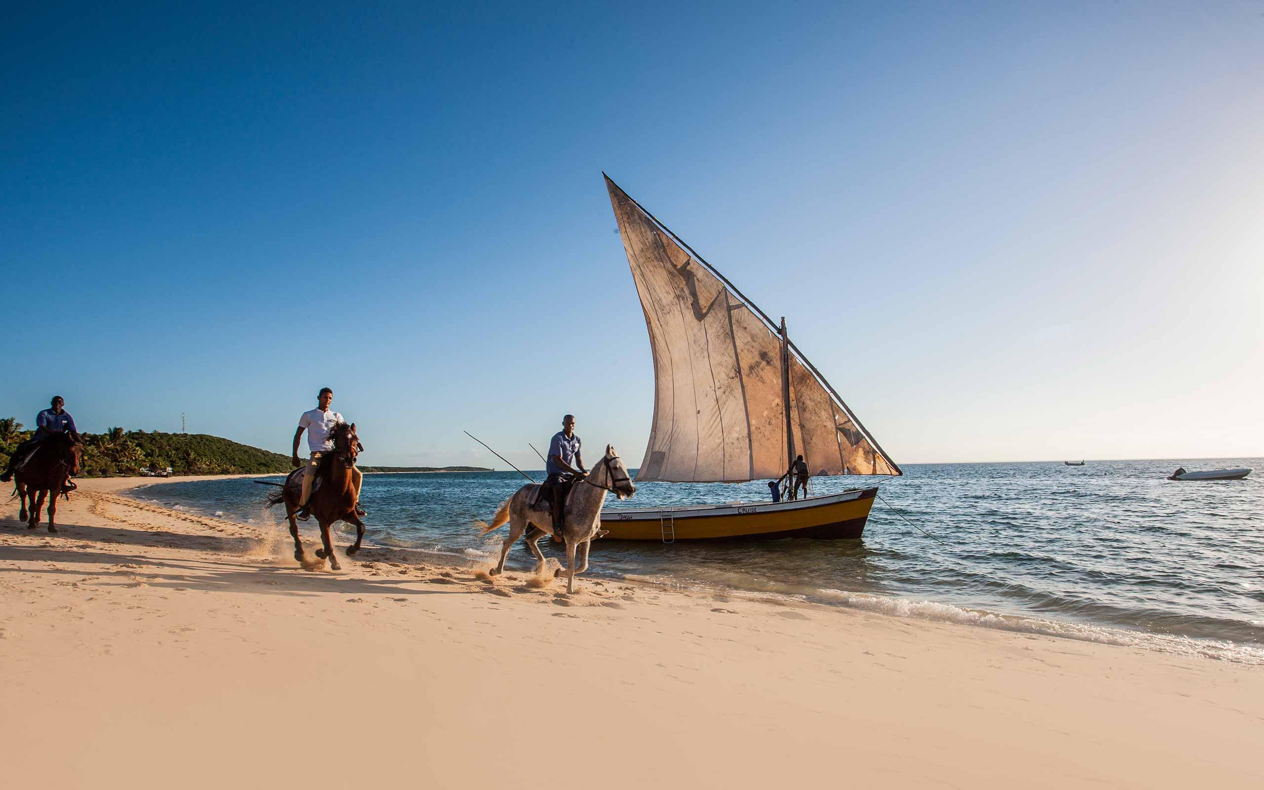 enkosi-africa-safari-mozambique-bazaruto-anantara-island-dhow-horse-riding