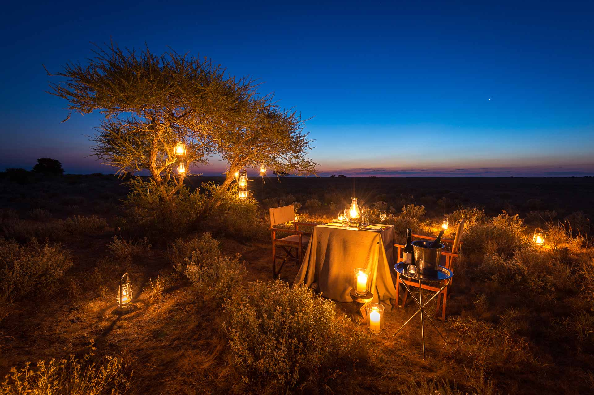 enkosi-africa-safari-botswana-kalahari-plains-camp-wilderness-guest-area-exterior-romantic-diner